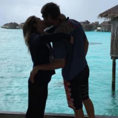 """Tatá Werneck beija Rodrigo Hilbert e Rafael Vitti responde: """"Queria eu estar no teu lugar"""""""