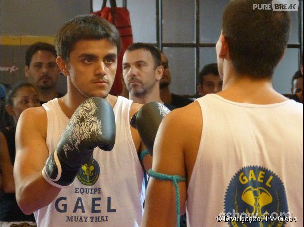 """Em """"Malhação"""", Duca (Arthur Aguiar) e Cobra (Felipe Simas) se enfrentam para passar de nível"""