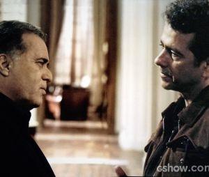 """Em """"O Rebu"""", Pedroso (Marcos Palmeira) interroga Braga (Tony Ramos) para tentar decifrar quem matou Bruno (Daniel de Oliveira)"""