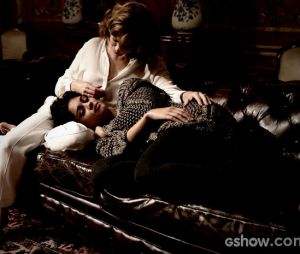 """Em """"O Rebu"""", Duda (Sophie Charlotte) e Angela (Patrícia Pillar) são muito dependentes uma da outra"""