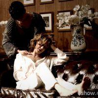 """Em """"O Rebu"""": Braga insinua que Angela e Duda têm um relacionamento íntimo"""