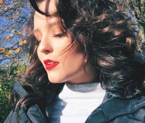 Larissa Manoela conhece Londres e comemora