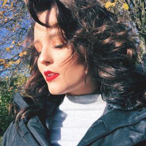 "Larissa Manoela deixa Paris e visita Londres: ""Apaixonada por você"""