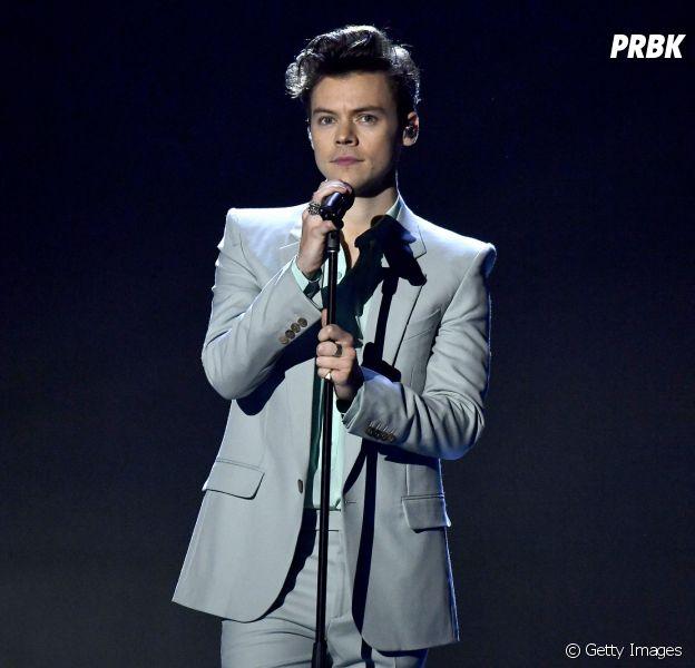 Harry Styles se apresenta no Victoria's Secret Fashion Show nesta segunda-feira (20)