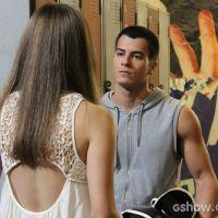"""Em """"Malhação"""": Duca pressiona Bianca sobre namoro e Jade o beija em festa!"""