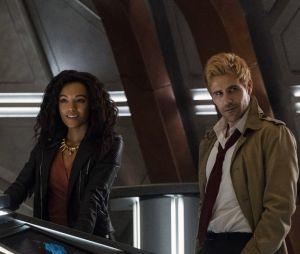 """Em """"Legends of Tomorrow"""": John Constantine (Matt Ryan) aparece em novas fotos da série"""