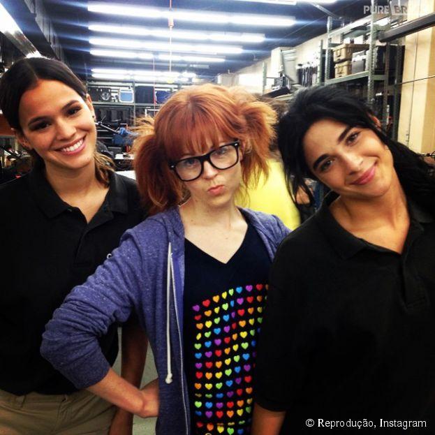"""Bruna Marquezine com Lindsey Stirling e Sophia Aguiar, no set de """"Breaking Through"""""""