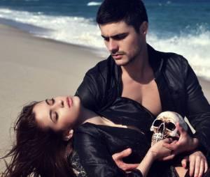 """Guilherme Leicam e Bruna Altieri posam sensuais inspirados em """"Hamlet"""""""
