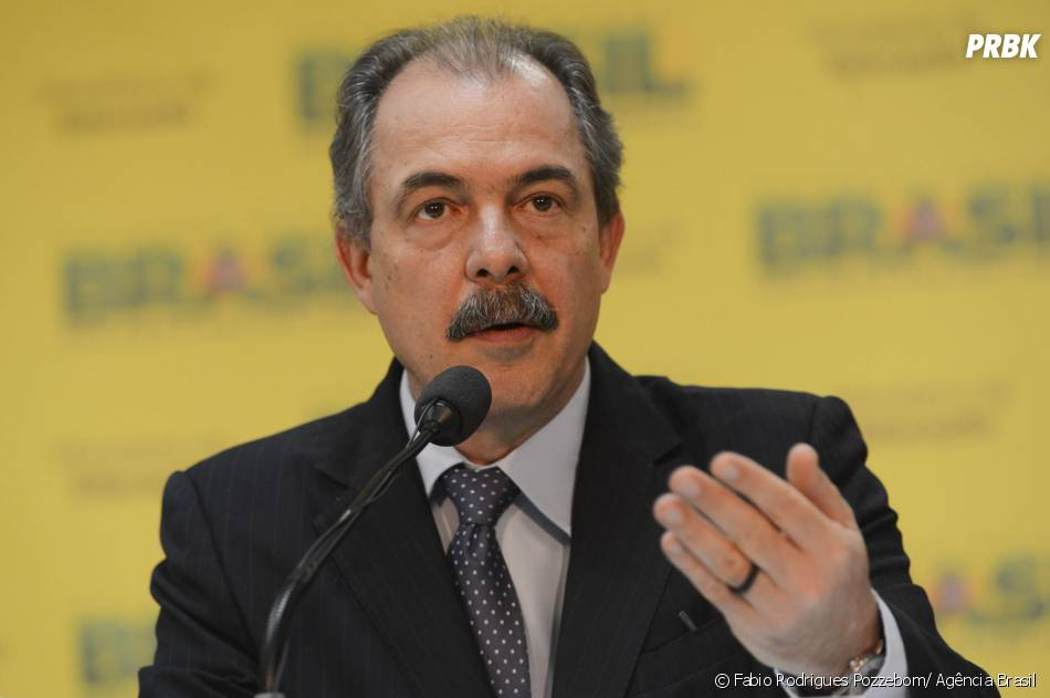 O ministro da Educação, Aloizio Mercadante, disse que o MEC está de olha nas redes sociais para que não vaze a prova do Enem 2013