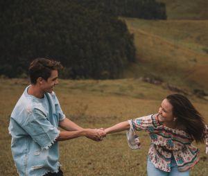 """""""Menina Te Quero Tanto"""" é o primeiro clipe de Leo Cidade e conta com a participação de Larissa Manoela"""