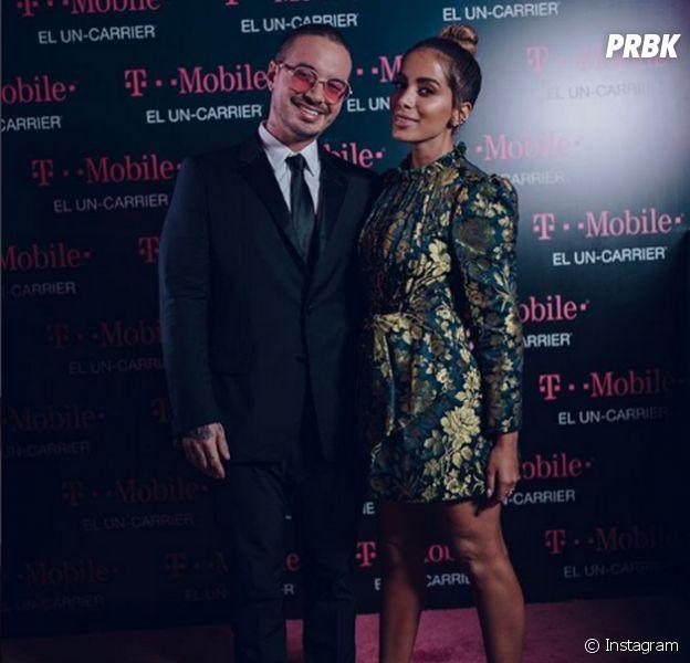 Anitta posa com J Balvin no prêmio Lo Nuestro 2018