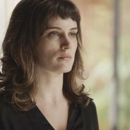 """Novela """"O Outro Lado do Paraíso"""": Clara (Bianca Bin) é acusada de roubo e pode ser presa"""
