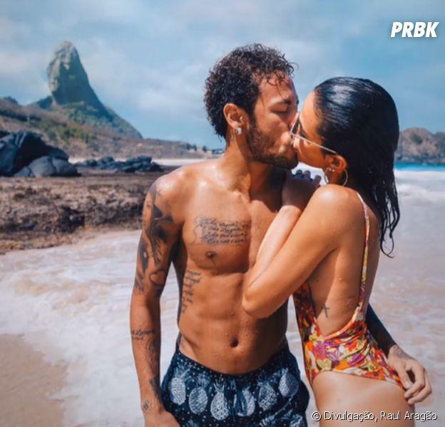 Neymar desembarca no Brasil para cirurgia e posta foto com Bruna Marquezine