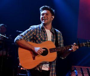 "Niall Horan lança videoclipe do single ""On The Loose"""