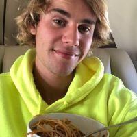Justin Bieber é flagrado por paparazzi e surpreende com reação inusitada