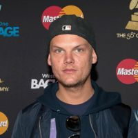 DJ Aviicii morre aos 28 anos e recebe homenagem de famosos e fãs
