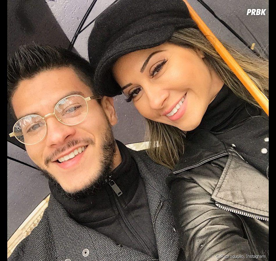 Arthur Aguiar e Mayra Cardi vão ter o primeiro filho!