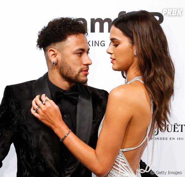 Bruna Marquezine e Neymar Jr. estrelam campanha sensual para o Dia dos Namorados