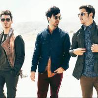 """Jonas Brothers terminam oficialmente: """"É o fim por agora""""!"""