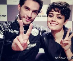 """Antonio Gonzalez (Michel Noher)e Duda (Sophie Charlotte) participam de coletiva de imprensa do piloto, em """"O Rebu"""""""