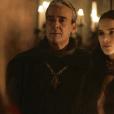 """Em """"Deus Salve o Rei"""", grávida de Otávio (Alexandre Borges), Catarina (Bruna Marquezine) se desespera e contrata bruxa"""