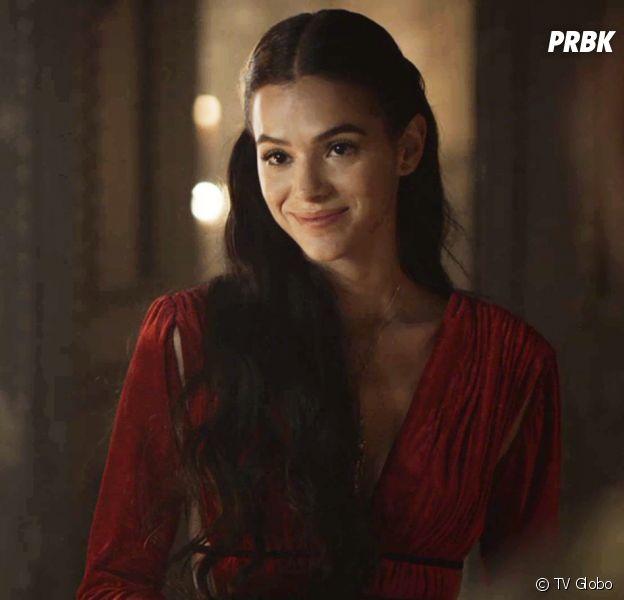 """Em """"Deus Salve o Rei"""", Catarina (Bruna Marquezine) decide fazer feitiço para conseguir transar com Afonso (Romulo Estrela)"""