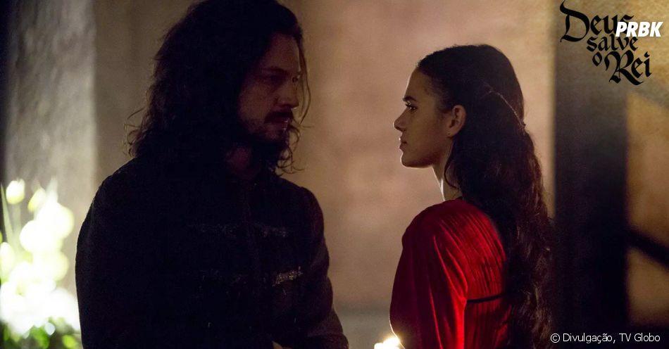 """Em """"Deus Salve o Rei"""", Catarina (Bruna Marquezine) faz feitiço para dormir com Afonso (Romulo Estrela) e fazê-lo pensar que o filho que ela espera é dele"""