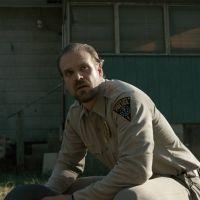 """Elenco de """"Stranger Things"""" grava 3ª temporada da série! Veja fotos"""