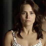 """Novela """"Segundo Sol"""": Rosa é agredida pelo pai após ele descobrir que a filha é prostituta"""