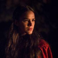 """Novela """"Deus Salve o Rei"""": Brice descobre que Catarina é sua filha e fica espantada!"""