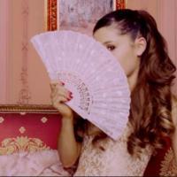 """Ariana Grande lança clipe de """"Right There"""" com participação de Patrick Schwarzenegger!"""