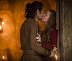 """Em """"Deus Salve o Rei"""", Amália (Marina Ruy Barbosa) e Afonso (Romulo Estrela) se casarão no final da trama"""