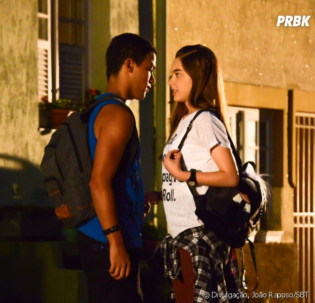 "Novela ""As Aventuras de Poliana"": Guilherme (Lawrran Couto) e Raquel (Isabella Moreira) quase se beijam pela primeira vez"