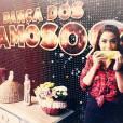 """Anitta se diverte comendo milho durante ensaio da """"Dança dos Famosos"""""""