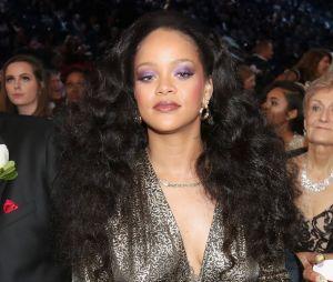 Segundo a Rolling Stone, Rihanna recebeu 500 letras de compositores jamaicanos