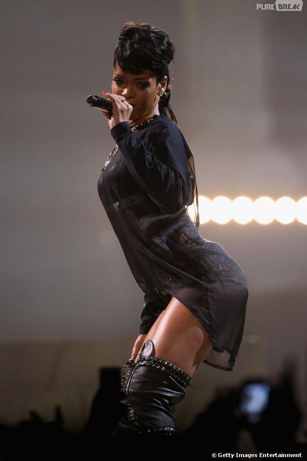 Rihanna posa de biquíni para fotos na República Dominicana e gasta R$544 mil para conhecer o espaço