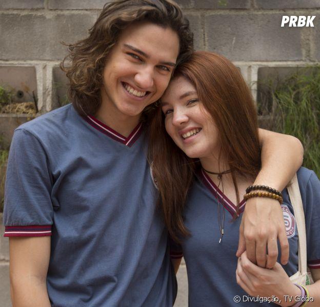 """Em """"Malhação"""", Tito (Tom Karabachian) e Flora (Jeniffer Oliveira) terão sua primeira vez em breve"""