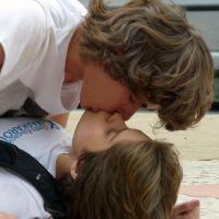 """Novela """"Malhação"""": Pedro engana Karina e dá um beijaço na menina!"""