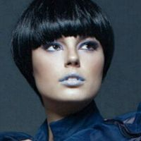 Isis Valverde aparece de cabelo curto e visual sexy em ensaio fotográfico