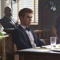 """Archie é julgado após prisão em novas fotos de """"Riverdale"""""""