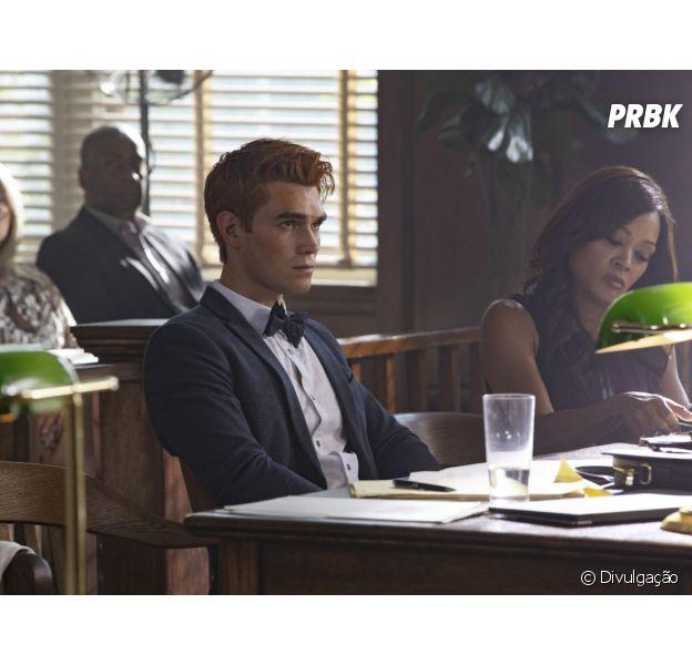 """De """"Riverdale"""", Archie (KJ Apa) surge em audiência em fotos da 3ª temporada"""
