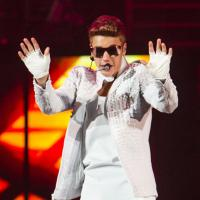 "Justin Bieber paga R$14 mil e aperta bunda de stripper: ""Ele deu uma risada"""