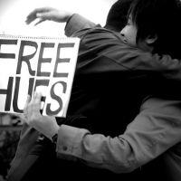 """Quer um abraço? App """"Cuddlr"""" te ajuda a encontrar braços quentinhos por aí"""