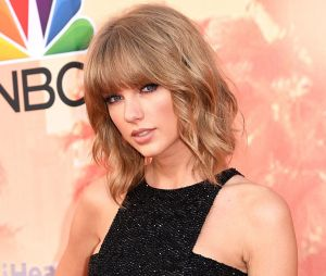 Prestes a abrir o American Music Awards 2018, Taylor Swift se posiciona politiciamente e gera polêmica