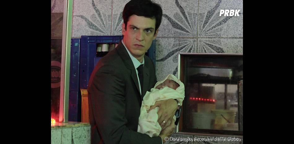 """Félix (Mateus Solano) pagará por ter jogado Paulinha (Klara Castanho) em uma caçamba quando ela era um bebê em """"Amor à Vida"""""""