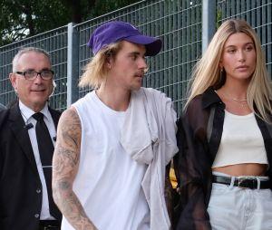 Justin Bieber faz tatuagem em homenagem à Hailey Baldwin
