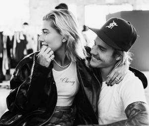 Justin Bieber faz tattoo misteriosa na sobrancelha em homenagem à Hailey Baldwin