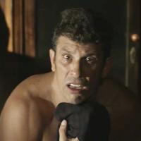"""Delegado Machado é flagrado usando calcinha por Luz em """"O Sétimo Guardião"""""""