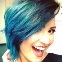 Camaleoa! Demi Lovato pinta os cabelos de azul outra vez!