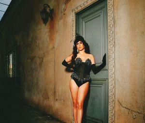 Lauren Jauregui na Galore Magazine: dá até vontade de fazer um quadro com essa foto, né?